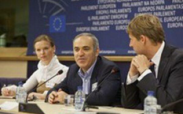Rosyjski opozycjonista, arcymistrz szachowy Garri Kasparow z wizytą w Parlamencie Europejskim