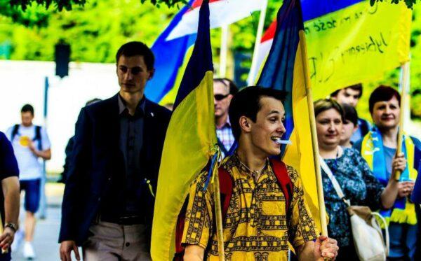 Pikieta pod Ambasadą Francji w Warszawie