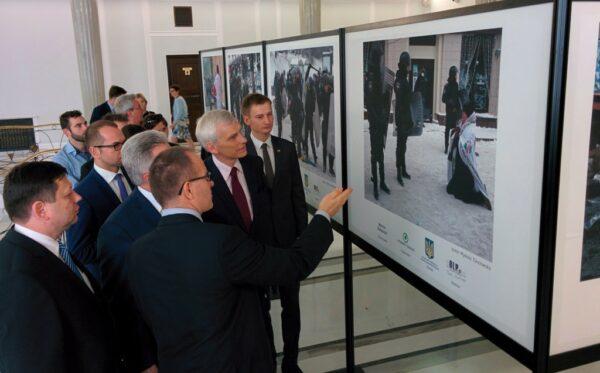 """Wystawa """"Oblicza Euromajdanu"""""""
