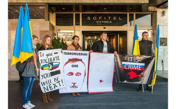 EuroMajdan Warszawa pikietował przed hotelem Sofitel Victoria