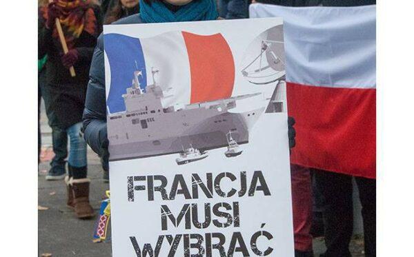 Pod Ministerstwem Obrony Narodowej  demonstrowaliśmy przeciw Mistralom i francuskiej hipokryzji