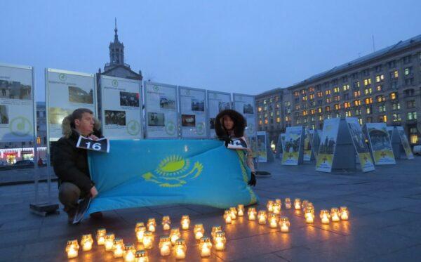 """Otwarcie wystawy fotograficznej """"Zhanaozen – Majdan: kronika krwawo stłumionych protestów"""""""