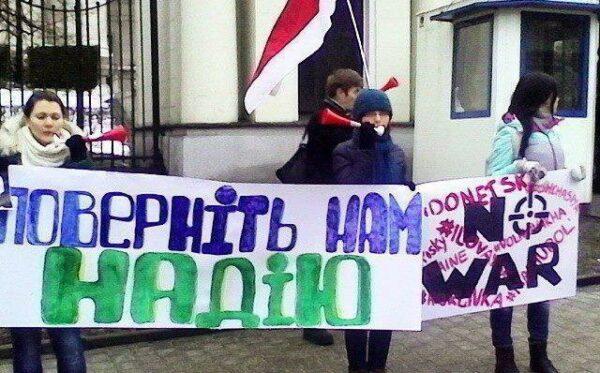 Manifestacja pod ambasadą FR w Warszawie w obronie N. Savchenko