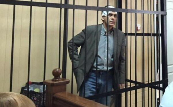 Protestując przeciwko nieludzkiemu traktowaniu, Aleksander Orlow ogłosił strajk głodowy