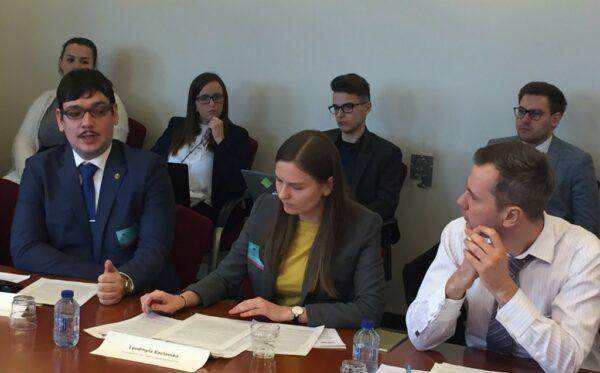 """""""Ukraińscy więźniowie polityczni w Rosji i na okupowanym Krymie"""" – debata w PE"""