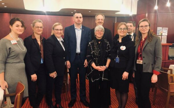 Депутаты приветствуют Олега Сенцова, лауреата премии имени Сахарова