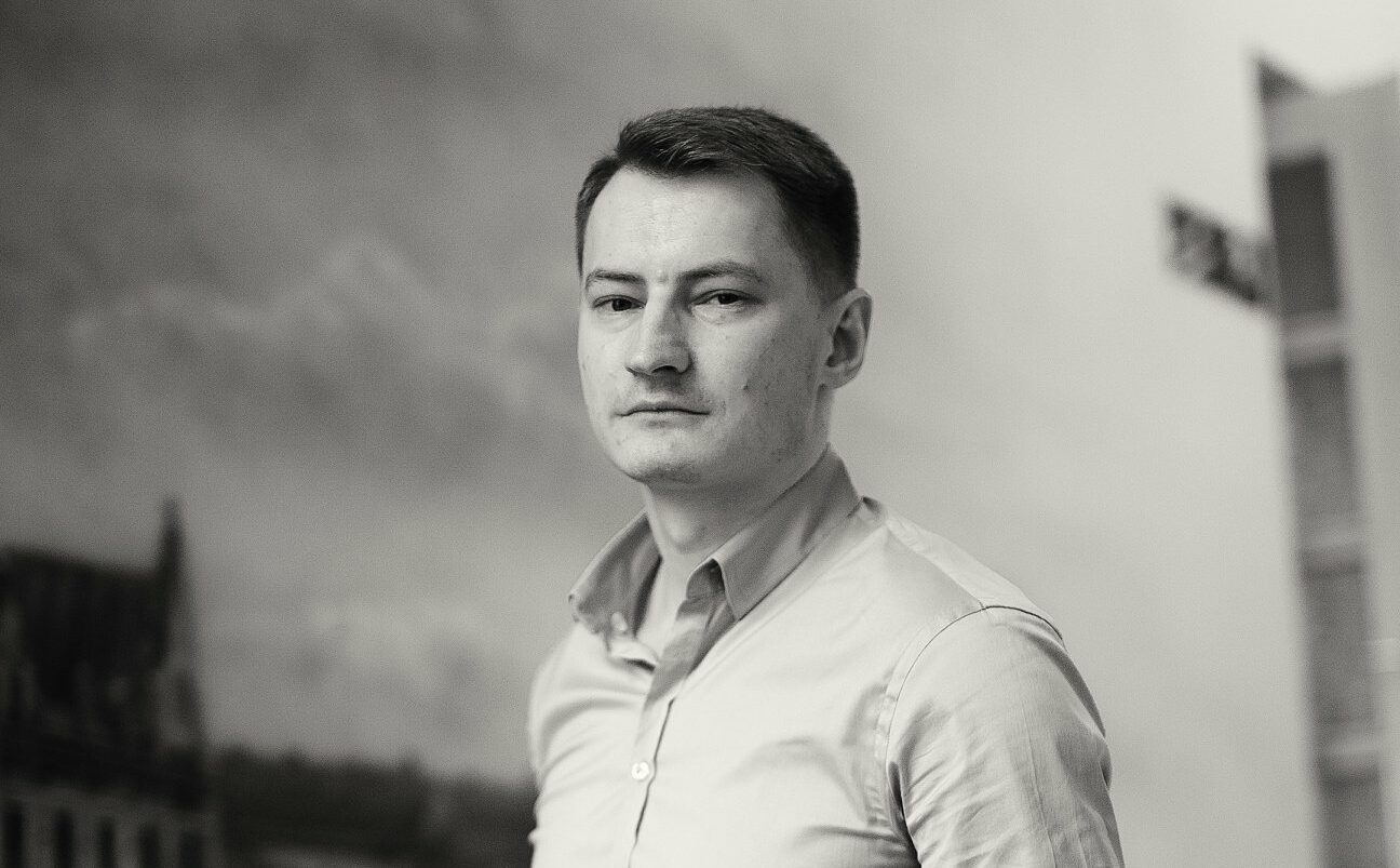 """""""PÓŁNOC – POŁUDNIE"""". Relacja Bartosza Kramka z zatrzymania przez ABW"""