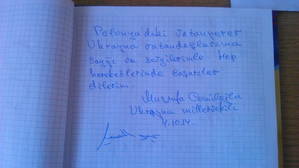 wpis po krymskotatarsku od Dżemilewa w księdze Muzeum Majdanu